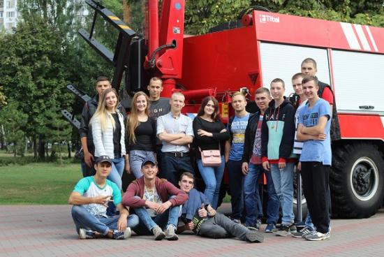 Курсанти ННІ № 2 відвідали виставку пожежної техніки